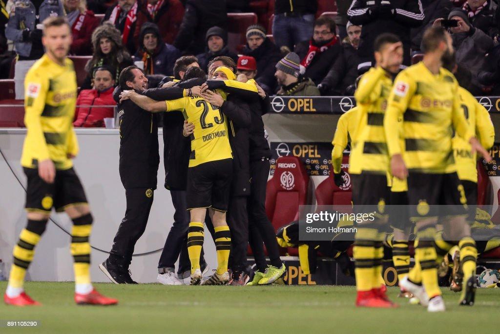 http://media.gettyimages.com/photos/sokratis-of-borussia-dortmund-celebrates-with-his-team-after-scoring-picture-id891105290?k=6&m=891105290&s=594x594&w=0&h=_7X0TuMZjXhRu5E2TwQWiTAjt8UhRxT_TdImLWG7KRU=