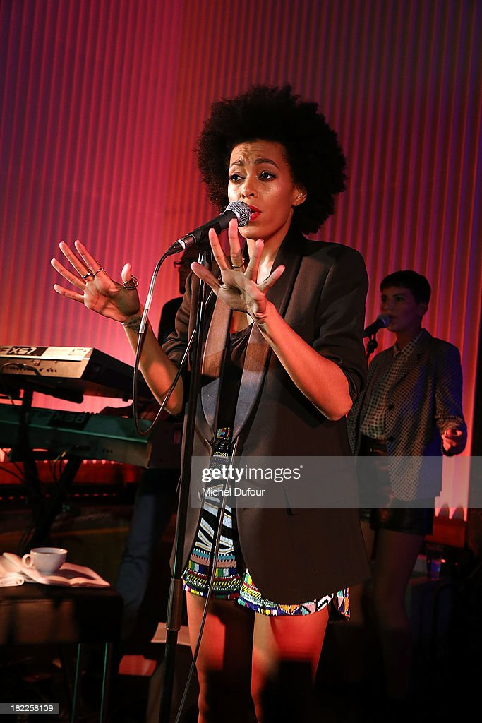 Solange Knowles performs during The Pucci Dinner Party At Monsieur Bleu In Paris on September 28, 2013 in Paris, France.