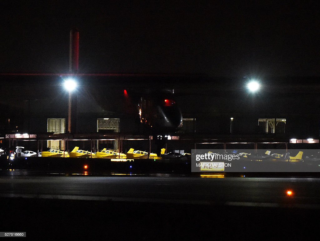 Solar Impulse 2 aircraft is successfully landed by Swiss pilot Andre Borschberg at Phoenix Goodyear Airport in Phoenix, Arizona on May 2, 2016 Solar Impulse 2, an experimental plane flying around the world without consuming a drop of fuel, landed in Arizona, one leg closer to completing its trailblazing trip. / AFP / Mark Ralston