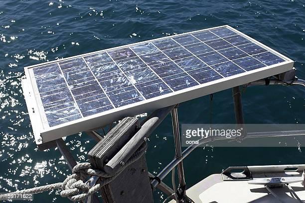 Panneau solaire sur un bateau