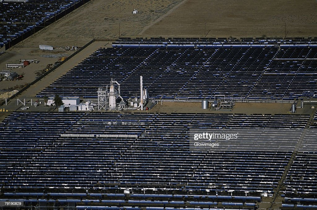 Solar power via parabolic trough mirrors, Daggett, California : Foto de stock