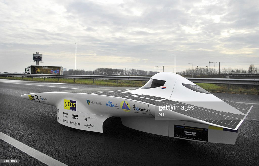 Solar powered vehicle Nuna4 drives on the ringway of Amsterdam, 20 November 2007 during a lap of honour. The team of the technical University of Delft recently won the World Solar Challenge in Australia for the fourth time with the car. ANP PHOTO/ERIK VAN 'T WOUD /NETHERLANDS OUT/belgium out