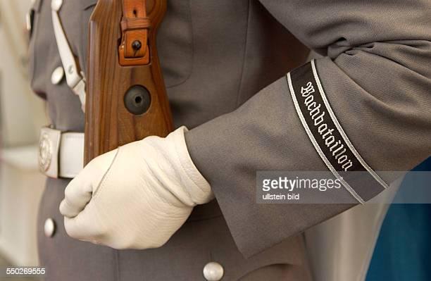 Soldat des Wachbataillons der Bundeswehr anlässlich des Empfangs des argentinischen Staatspräsidenten mit militärischen Ehren in Berlin