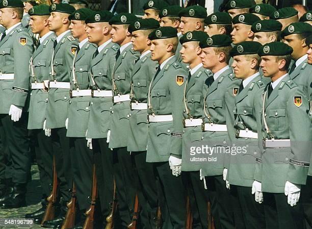 Soldaten des Wachbataillon des Heees zum Appell angetreten 2000