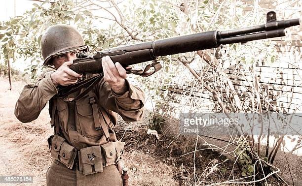 Soldier apuntando a Rifle WWII