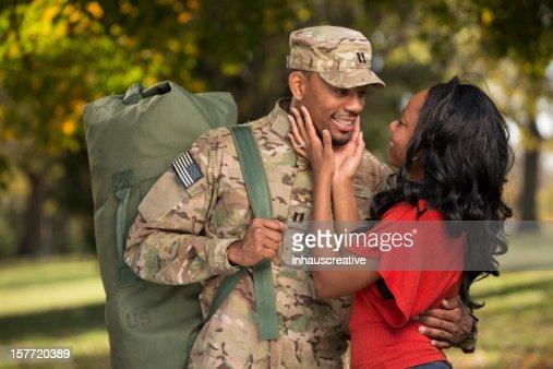Soldado americano vem Casa de expansão