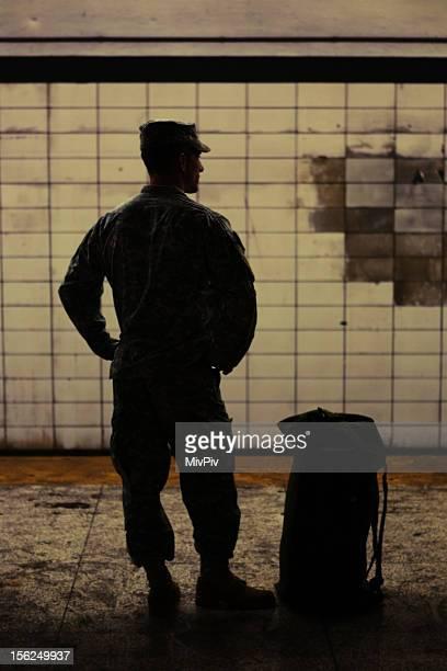 Soldat dans le métro