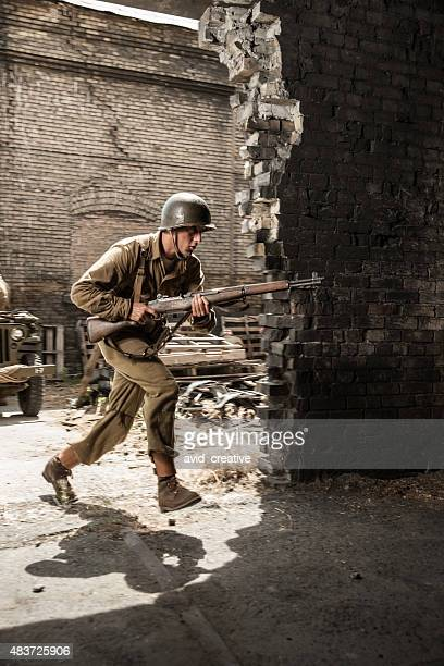 Soldat de la Seconde Guerre mondiale, la course en attaque