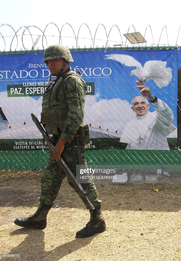A soldier stands guard during the open-air mass celebrated in Ecatepec --a rough, crime-plagued Mexico City suburb-- on February 14, 2016. Pope Francis has chosen to visit some of Mexico's most troubled regions during his five-day trip to the world's second most populous Catholic country. AFP PHOTO/HECTOR GUERRERO / AFP / HECTOR GUERRERO