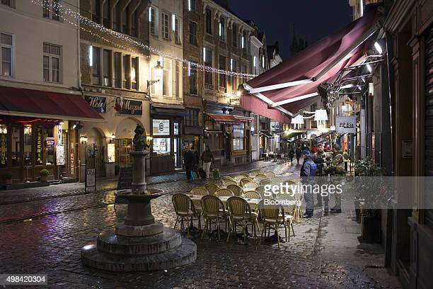 Soldiers and a police officer stand beside empty restaurant terrace seating near Grand Place square in Brussels Belgium on Sunday Nov 22 2015 The...