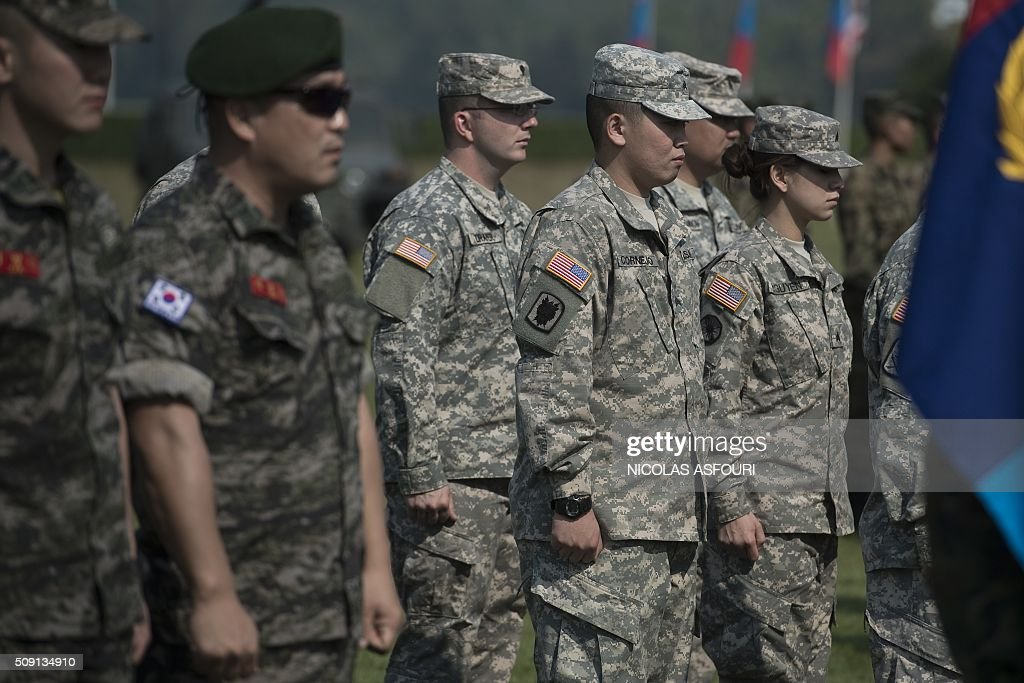 US soldiers (R) and South Korean soldiers (L) attend the opening ceremony of the annual Cobra Gold 2016 military exercises in Sattahip on February 9, 2016. Thailand and the US jointly host Cobra Gold, Asia's largest military exercise, from February 9 to 20. AFP PHOTO / Nicolas ASFOURI / AFP / NICOLAS ASFOURI
