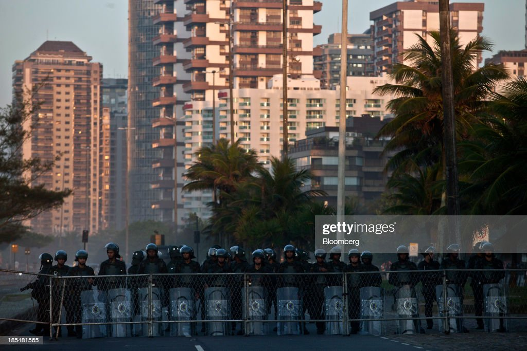 Soldiers block access to the Windsor Barra Hotel in Rio de Janeiro, Brazil, on Monday, Oct. 21, 2013. Soldiers, army vehicles, helicopters and navy ships are guarding a Rio de Janeiro hotel where companies including China National Petroleum Corp., Royal Dutch Shell Plc and Total SA are expected to vie for one of the worlds two largest offshore fields at 3 p.m. local time, as oil workers protest the concession. Photographer: Dado Galdieri/Bloomberg via Getty Images