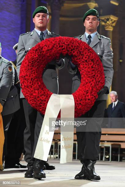 Soldiers carry a wreath during a requiem for him at Speyer cathedral on July 1 2017 in Speyer Germany Kohl was chancellor of Germany for 16 years and...
