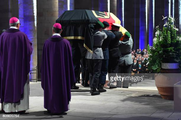 Soldiers carry the coffin of former German Chancellor Helmut Kohl during a requiem for him at Speyer cathedral on July 1 2017 in Speyer Germany Kohl...