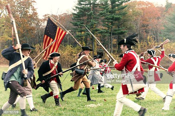 Soldiers clash in the battle of Revolutionary War