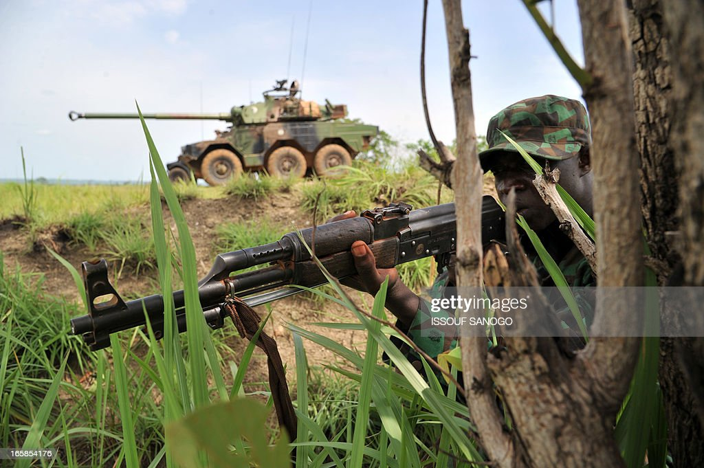 Soldiers from Ivory Coast's Republican Forces (FRCI) set up on the fire position during a military exercise with French troops from the 'Licorne' operation based in Abidjan, on April 6, 2013 in Lomo Sud, about 180 km north of Abidjan. FRCI soldiers are members of the Ivorian logistics battalion due to join the African-led MISMA forces in Mali.