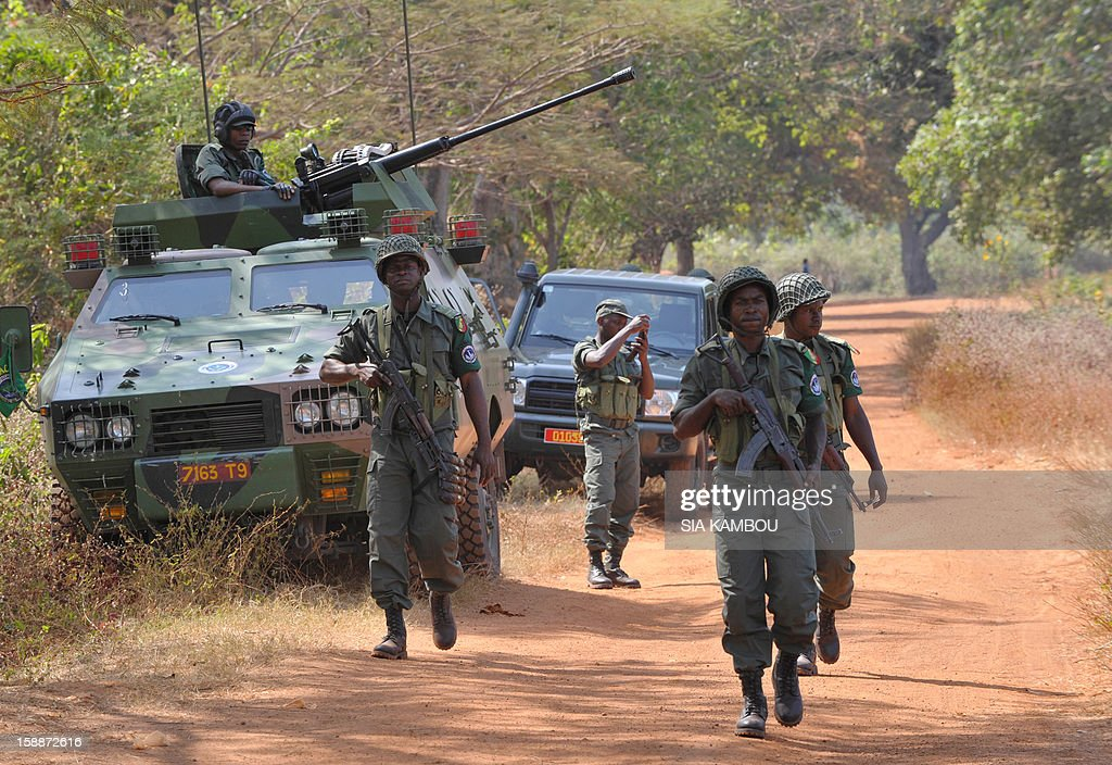 Soldiers from the FOMAC multinational force of central African states man a position near Damara between the 'red line' separating regular army soldiers of the Central African Republic and rebels from the SELEKA coalition, on January 2, 2013. The commander of the multinational African force FOMAC warned rebels in the Central African Republic against trying to take the key town of Damara, saying it would 'amount to a declaration of war'. Damara is the last strategic town between the Seleka rebel coalition and the capital Bangui, after the rebels seized much of the country in a three-week advance that began in the north and has brought them to within 160 kilometres (100 miles) of the capital, in the south. AFP PHOTO / SIA KAMBOU