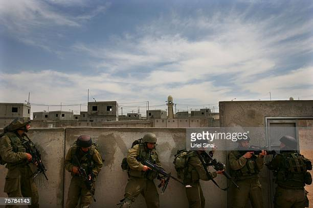 Soldiers from the Israeli Defense Forces take part in urban warfare training May 28 2007 in the IDF's new Urban Warfare Training Center at Tzeelim in...