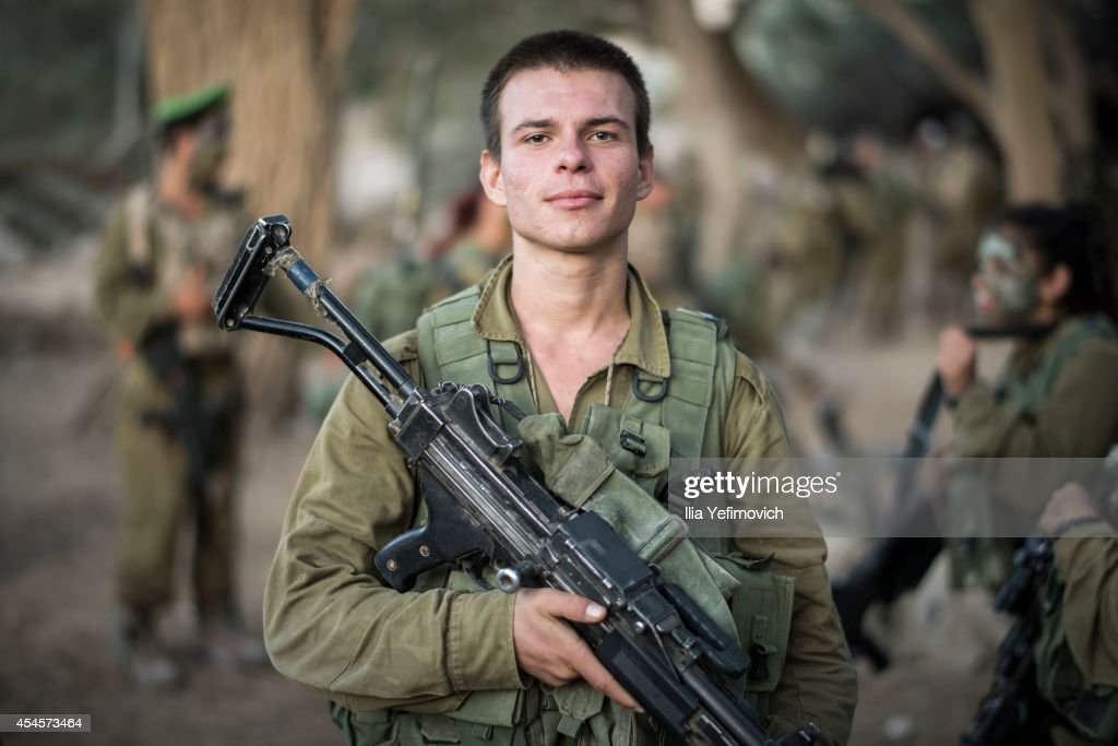 Soldiers from the Karakal battalion prepare for a graduation march near the IsraeliEgyptian border on September 03 2014 near Azoz Israel The mixedsex...