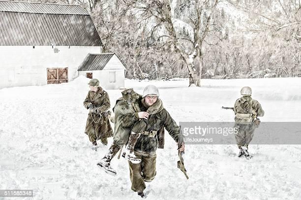 """Soldats de blessés évacuation de la Seconde Guerre mondiale, un membre de l """" équipe"""