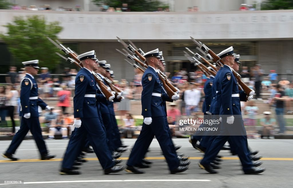 US soldiers march during the Memorial Day Parade on Constitution Avenue on May 30, 2016 Washington DC. / AFP / MLADEN
