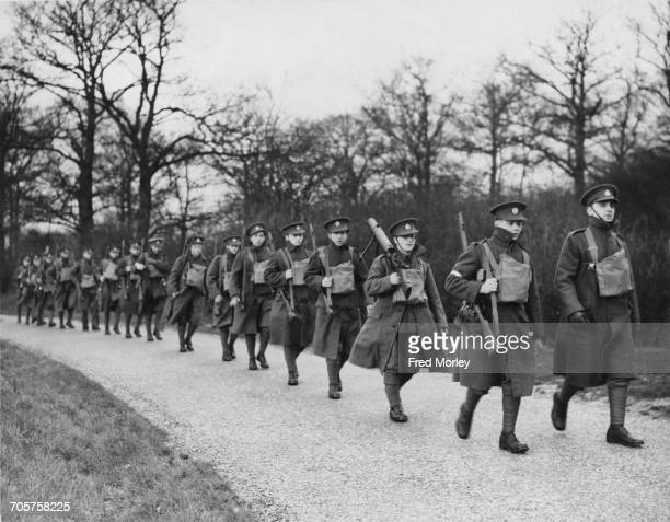 Soldiers of the First Territorial Mobile Unit the Tower Hamlet Rifles on the march during manoeuvers on 18 December 1938 in London United Kingdom