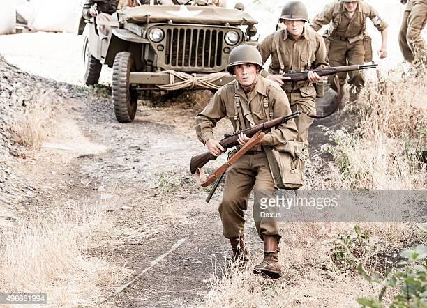 Soldats sur Patrol de la Seconde guerre mondiale