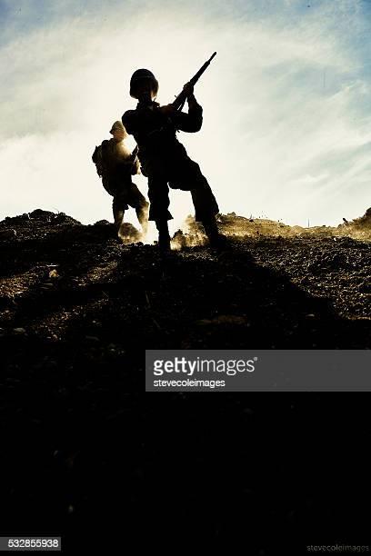 Soldats avec le Long hill.