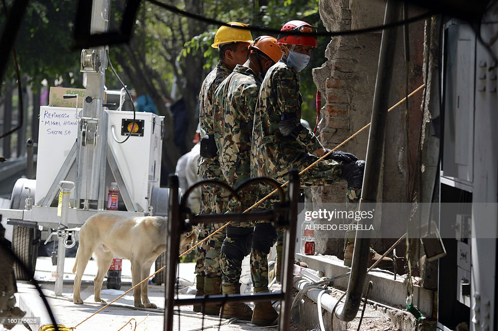 Soldiers work in the damaged building of Mexican state-owned oil giant Pemex, after a blast, in Mexico City on February 5, 2013. A gas build-up caused the explosion that rocked the headquarters of Mexico's state-owned oil firm last week, killing 37 people, officials said Monday, ruling out a bomb attack. The explosion also injured morfe than 120 people. AFP PHOTO/Alredo Estrella