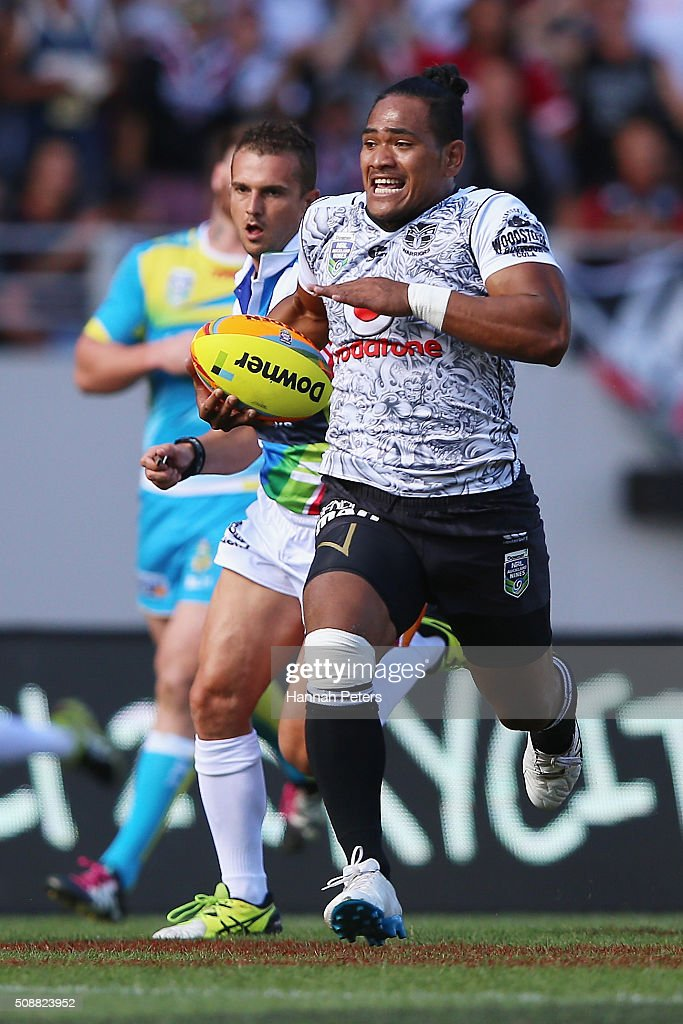 Solomone Kata of the Warriors makes a break during the 2016 Auckland Nines semi final match between the New Zealand Warriors and the Gold Coast Titans at Eden Park on February 7, 2016 in Auckland, New Zealand.