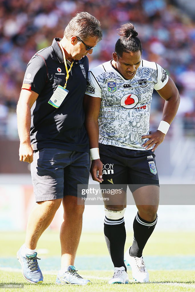 Solomone Kata of the Warriors walks off injured during the 2016 Auckland Nines semi final match between the New Zealand Warriors and the Gold Coast Titans at Eden Park on February 7, 2016 in Auckland, New Zealand.