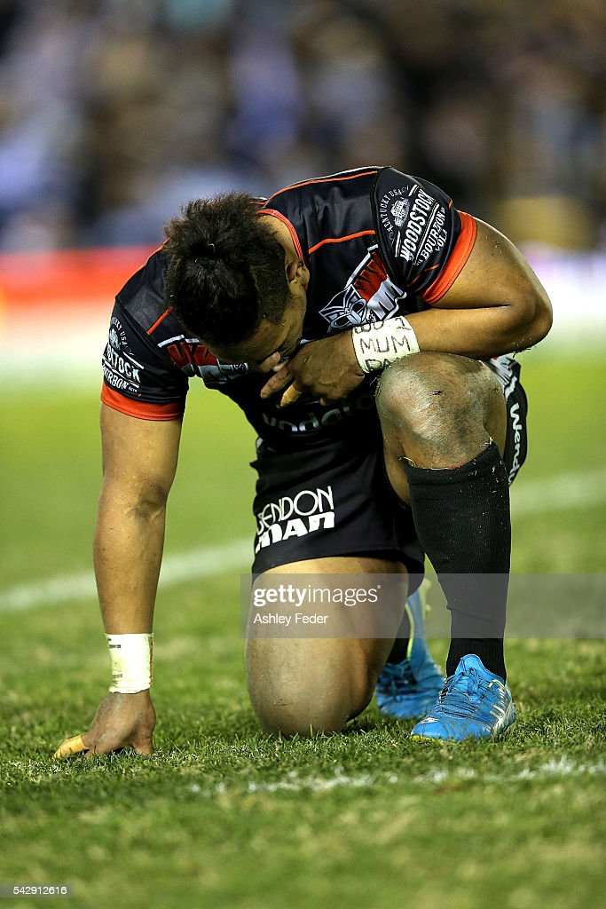 Solomone Katat of the Warriors looks dejected after losing during the round 16 NRL match between the Cronulla Sharks and the New Zealand Warriors at Southern Cross Group Stadium on June 25, 2016 in Sydney, Australia.