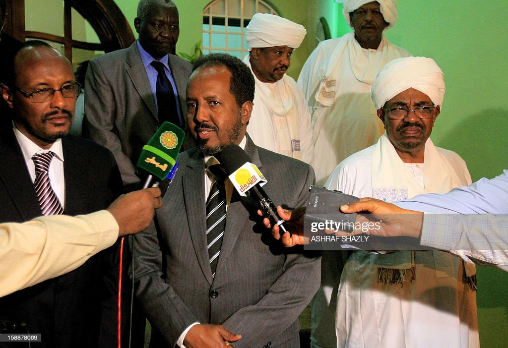 Somali President Hassan Sheik Mahmud (L) and Sudanese President Omar al-Bashir hold a joint press conference at the presidential palace in Khartoum, on January 2, 2013.