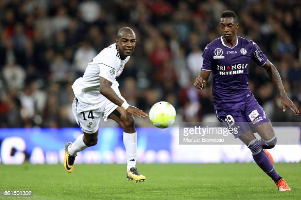 Somalia of Toulouse and Gael Kakuta of Amiens during the Ligue 1 match between Toulouse and Amiens SC at Stadium Municipal on October 14 2017 in...