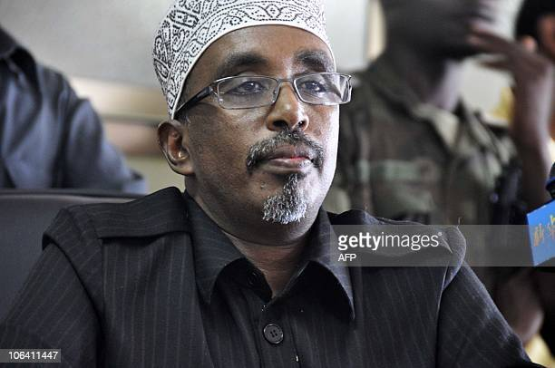 Somalia's new Prime Minister Mohamed Abdulahi Mohamed speaks to lawmakers on October 31 2010 after Somalia's parliament approved Mohamed Abdullahi...