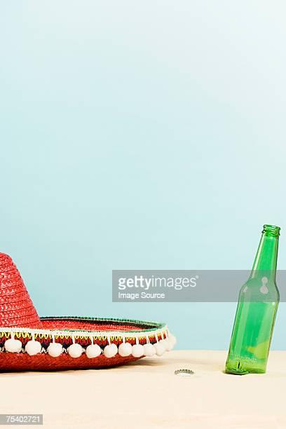 Sombrero e bottiglia di birra