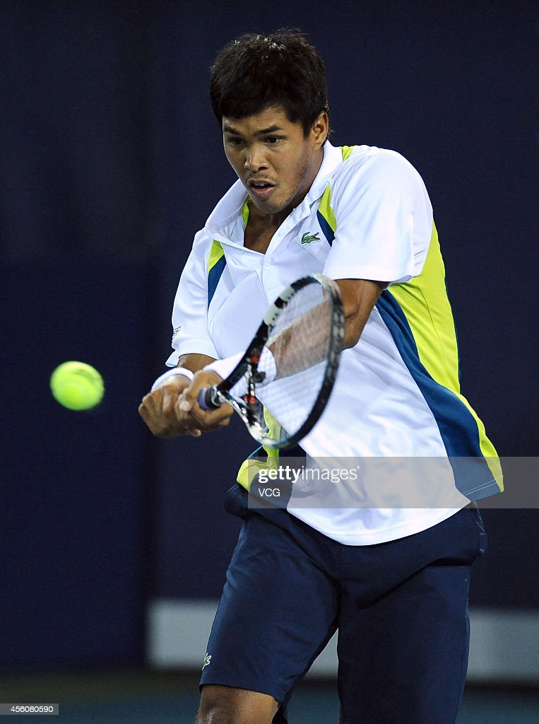 <a gi-track='captionPersonalityLinkClicked' href=/galleries/search?phrase=Somdev+Devvarman&family=editorial&specificpeople=5487712 ng-click='$event.stopPropagation()'>Somdev Devvarman</a> of India competes with Andy Murray of Scotland during day four of 2014 ATP Shenzhen Open on September 25, 2014 in Shenzhen, Guangdong province of China.