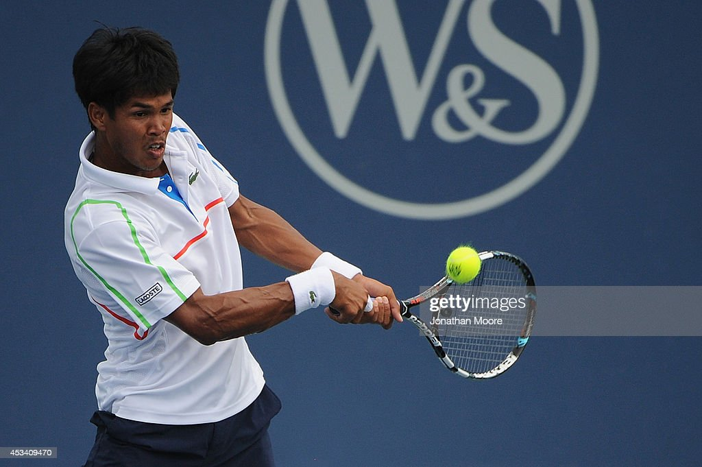 <a gi-track='captionPersonalityLinkClicked' href=/galleries/search?phrase=Somdev+Devvarman&family=editorial&specificpeople=5487712 ng-click='$event.stopPropagation()'>Somdev Devvarman</a> of India returns to Tim Smyczek during a match on day 1 of the Western and Southern Open on August 9, 2014 in Cincinnati, Ohio.