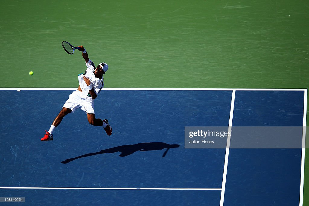 <a gi-track='captionPersonalityLinkClicked' href=/galleries/search?phrase=Somdev+Devvarman&family=editorial&specificpeople=5487712 ng-click='$event.stopPropagation()'>Somdev Devvarman</a> of India serves against Andy Murray of Great Britain during Day Three of the 2011 US Open at the USTA Billie Jean King National Tennis Center on August 31, 2011 in the Flushing neighborhood of the Queens borough of New York City.