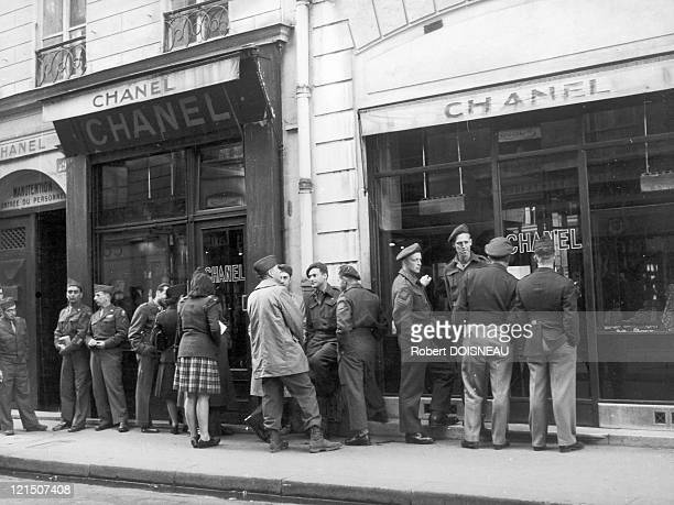 Some American Soldiers In The Capital City Waiting Chanel Shops To Open In 1945