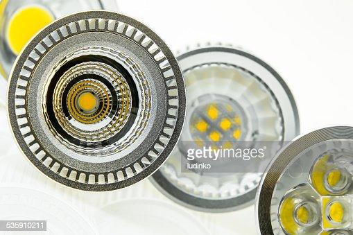 Algunos lámparas LED GU10 con tamaños diferentes de chips : Foto de stock