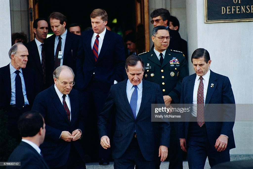 Some of the members of the United States National Security Council leave the Pentagon, including (center top) Vice President Dan Quayle, and (center, left to right) National Security Advisor Brent Scowcroft, Secretary of Defence Richard Cheney, President George Bush, and Colin Powell, Chairmen of the Joint Chiefs of Staff.