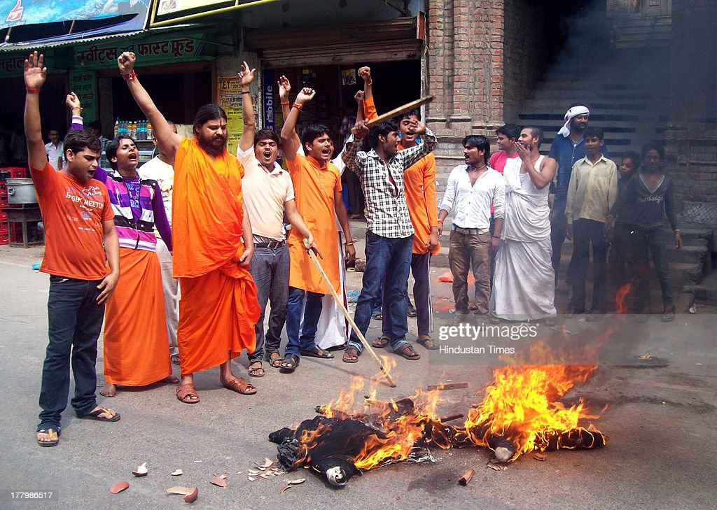 Some youths and some saffron clad men burnt effigy of UP minister Azam Khan at Ayodhya's Naya Ghat area on August 26, 2013 in Ayodhya, India. The saffron brigade blames Khan for the ban on the VHP sponsored chasurasi (84) kosi padyatra.