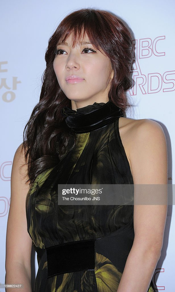 Son Dam-Bi poses for photographs upon arrival during the 2012 MBC Drama Awards at MBC Open Hall on December 30, 2012 in Seoul, South Korea.