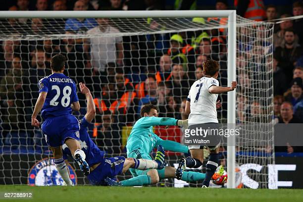 Son HeungMin of Tottenham Hotspur scores his team's second goal during the Barclays Premier League match between Chelsea and Tottenham Hotspur at...