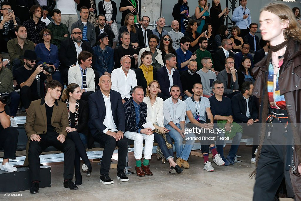 Son of Jeremy Irons, <a gi-track='captionPersonalityLinkClicked' href=/galleries/search?phrase=Max+Irons&family=editorial&specificpeople=762929 ng-click='$event.stopPropagation()'>Max Irons</a>, his companion Sophie Pera, Artists Fabrice Hybert and <a gi-track='captionPersonalityLinkClicked' href=/galleries/search?phrase=Xavier+Veilhan&family=editorial&specificpeople=2105642 ng-click='$event.stopPropagation()'>Xavier Veilhan</a> attend the Lanvin Menswear Spring/Summer 2017 show as part of Paris Fashion Week on June 26, 2016 in Paris, France.