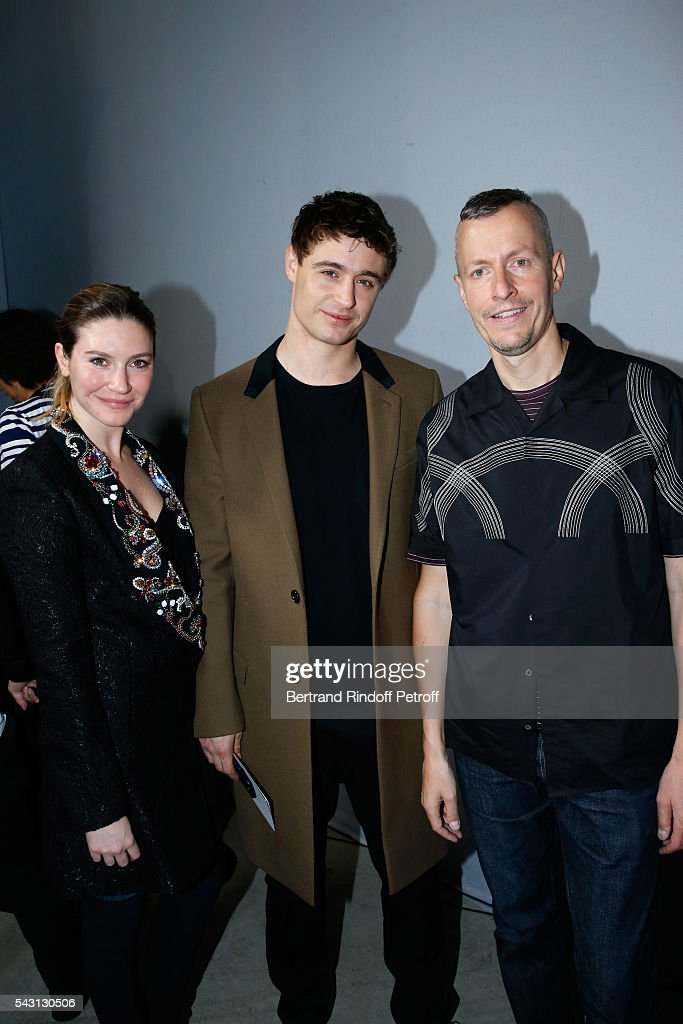 Son of Jeremy Irons, Max Irons standing between his companion Sophie Pera and Stylist <a gi-track='captionPersonalityLinkClicked' href=/galleries/search?phrase=Lucas+Ossendrijver&family=editorial&specificpeople=5531949 ng-click='$event.stopPropagation()'>Lucas Ossendrijver</a> attend the Lanvin Menswear Spring/Summer 2017 show as part of Paris Fashion Week on June 26, 2016 in Paris, France.