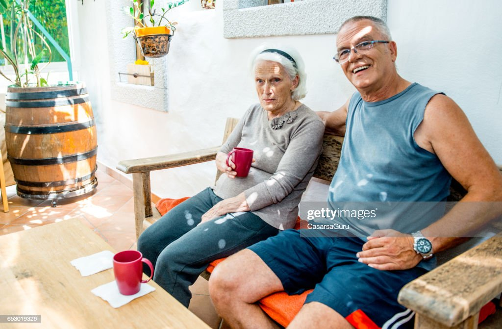 Son Taking Coffee With Her Senior Mother : Stock-Foto