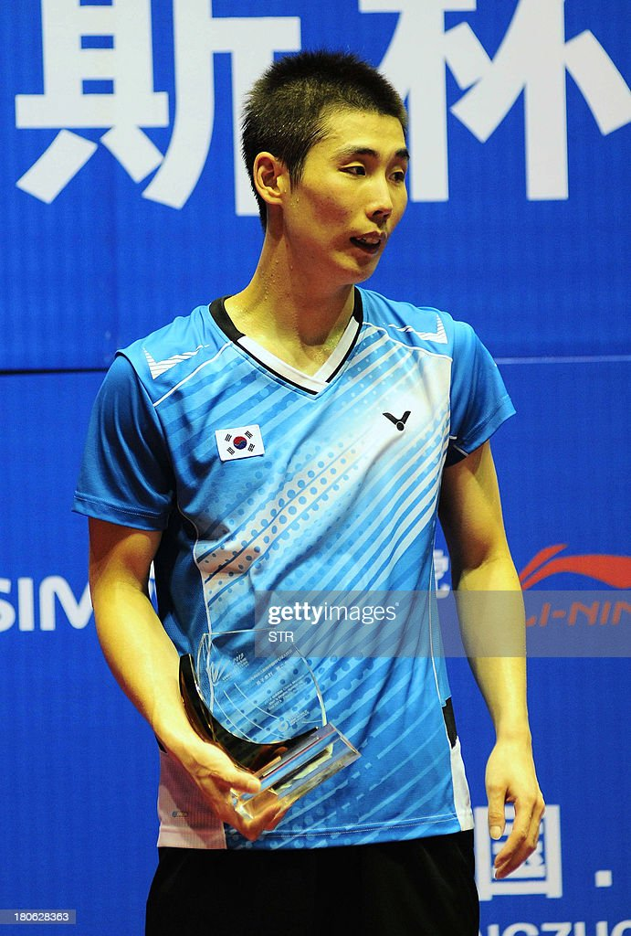 Son Wan Ho of South Korea poses with his trophy during the award ceremony in the men's singles final match of the 2013 China Masters in Changzhou, east China's Jiangsu province on September 15, 2013. Wang Zhengming of China beat Son 11-21, 21-14, 24-22. CHINA