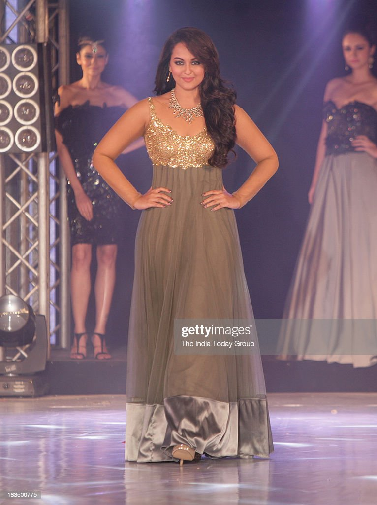 Sonakshi Sinha walks the ramp during a fashion show organised by India International Bullion Summit showcasing exquisite jewellery.